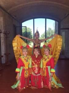 Group 'Penari' dan Lily Indayani